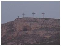 Croci nel punto della Murgia materana in cui è stata girata la Crocifissione nella Passione di Cristo di Mel Gibson